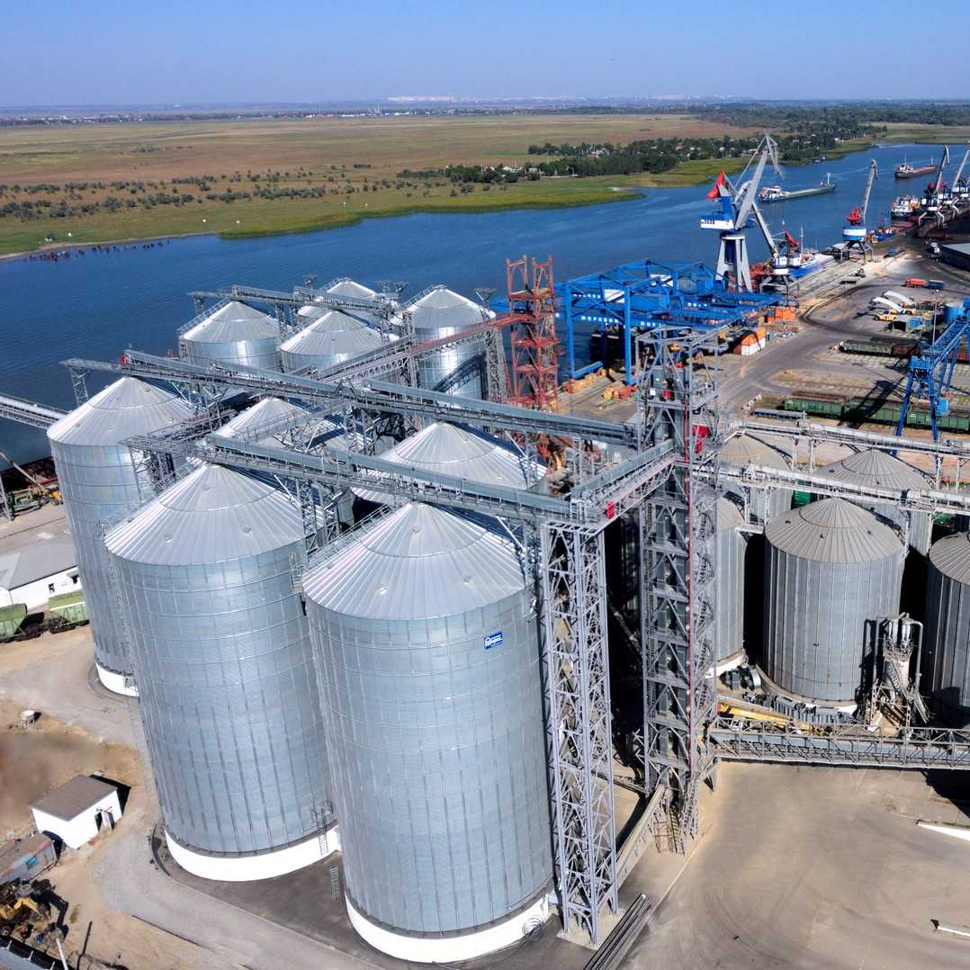 Новозбудований зерновий термінал для перевалювання зернових на судна